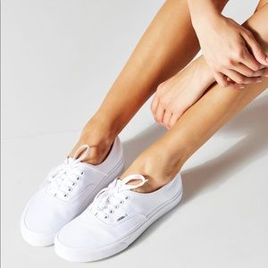 Vans Women's White Canvas Lace Up Sneaker 8.5